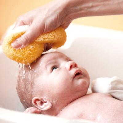 babybathing_momsandbabyzone-2